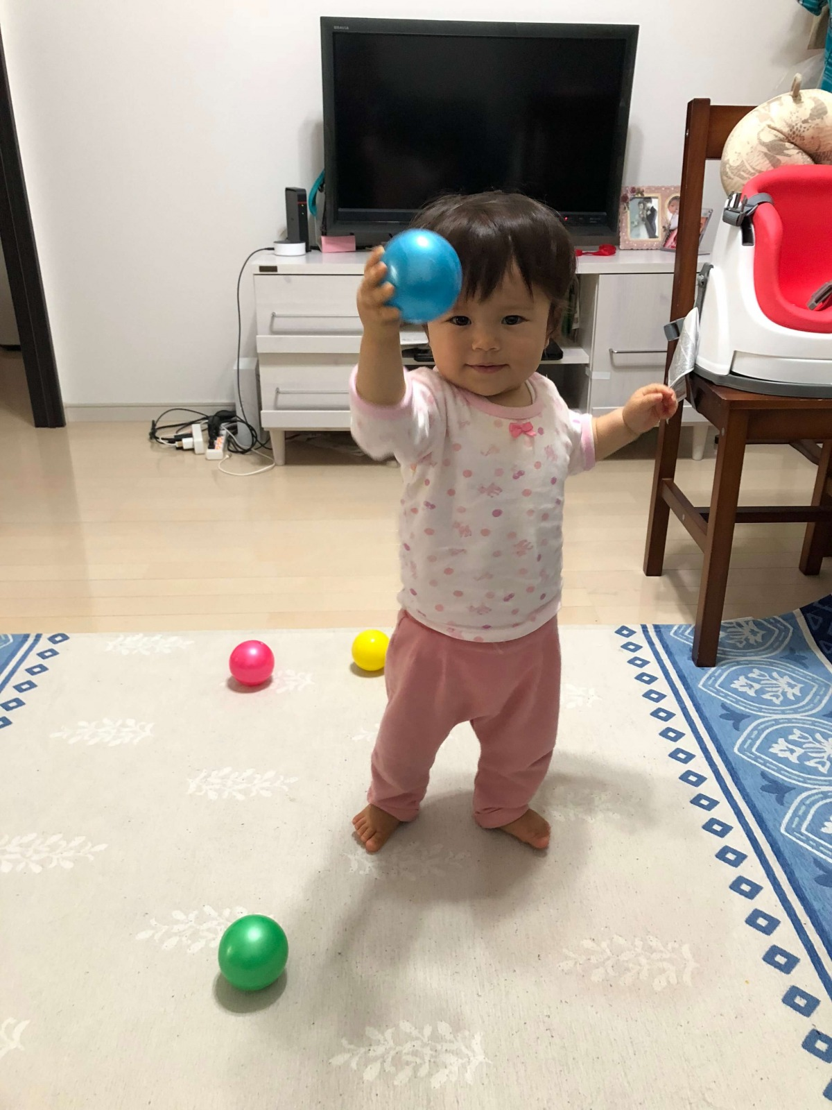 baby-is-playing